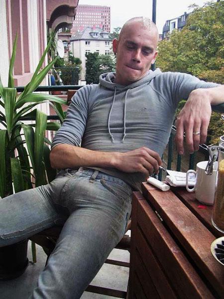 Parisien homo aux couilles énormes