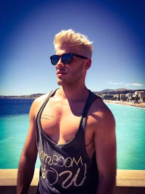 Menton : Arnaud désire aventures gays