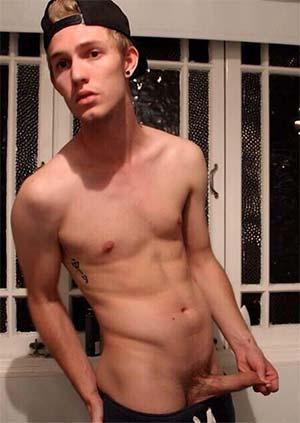 Avignon 84000 :  Julien beau gosse gay