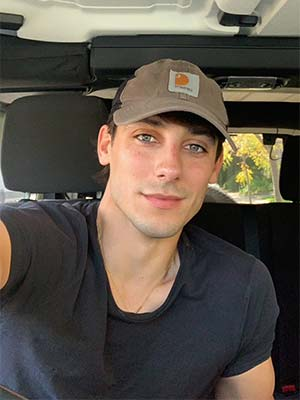 Jeune homme gay aux yeux magnifiques – 78500