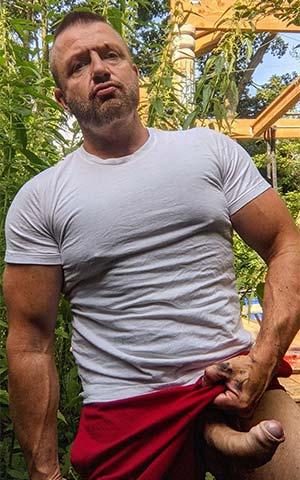 Colosse de 56 ans veut t'embrocher