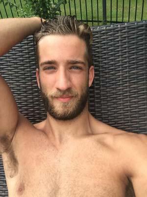Gilles, de Nantes, gay tatoué et rebelle