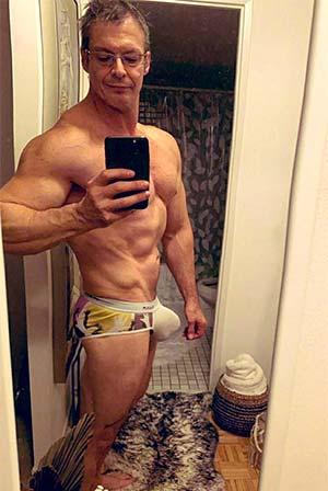Bodybuilder 54 ans homo TTBM XXL – 62400