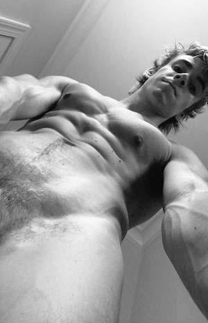 Jeune homme gay et musclé sur Le Blanc-Mesnil 93150