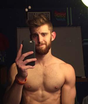 Roux gay barbu découpé à Strasbourg