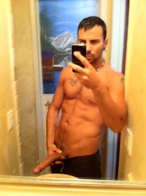 Ahmed a un gros pénis arabe pour gays