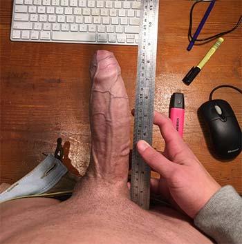 Gay au gros pénis de 22 cm photo à l'appuie